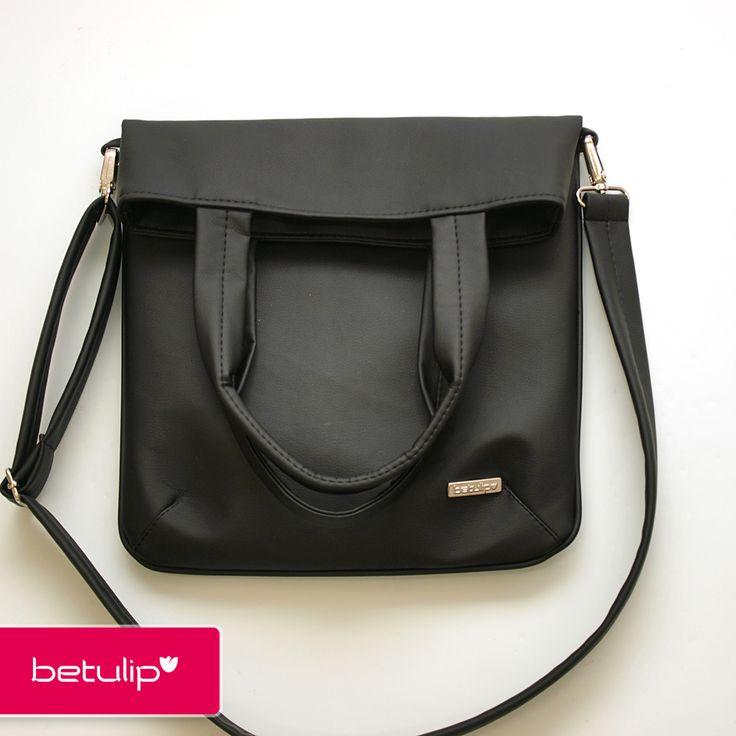 Tulipka překládací - černá matná Praktická taška, která se dá nosit různými způsoby. Buď přehnutá zavěšená přes tělo. Nebo na rameni zavěšena na kratších uších nebo uši v ruce, jako nákupní taška. Zadní i přední strana tašky je ušita z kvalitní, pevné, ale přitom na omak velmi příjemné koženky. Opatřena je dlouhým nastavitelným popruhem, který je ...