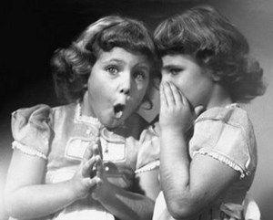 Ainda somos algo imaturos, a nível da nossa inteligência emocional – não sabemos ser assertivos e expressar sinceridade, sem cairmos no extremo da brutalidade, por isso, optamos pelo extremo oposto do espectro, não enfrentando os problemas, as pessoas e os comportamentos destas que consideramos desagradáveis, optando por comportamentos alternativos, muitas vezes altamente prejudiciais.