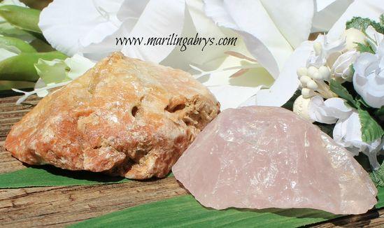 Cuarzo rosa la piedra del amor - hermoso cuarzo rosa natural. Amuleto para proteger y atraer el amor - Piedra recubierta en cuarzo amarillo - piedra de la fuerza, la purificación y el éxito. Amuleto para la buena suerte y el éxito.