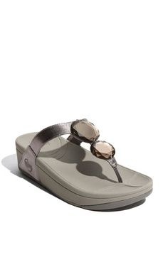 high fashion fitflop shoes for men and women, all are at a discounted price. so love them!