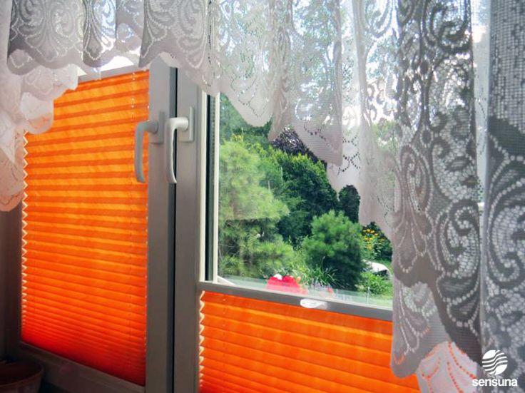 Farbtupfer am Fenster. Plissees in vielen Farben und ganz individuell nach Maß in unserem Onlineshop erhältlich. #orange