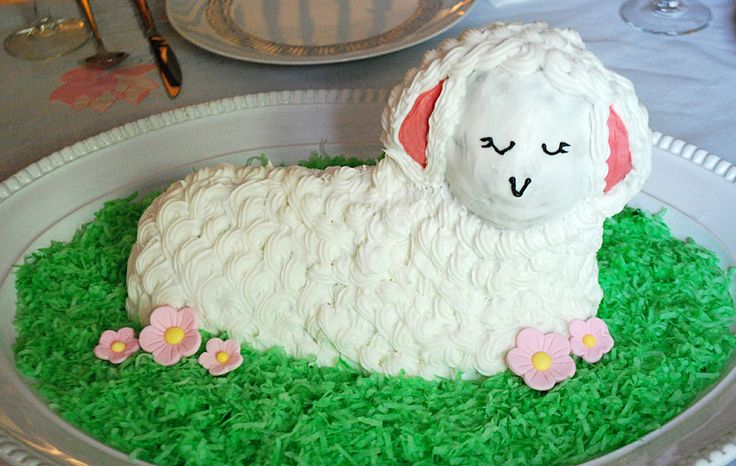 How cute is this ~ Easter Lamb Cake