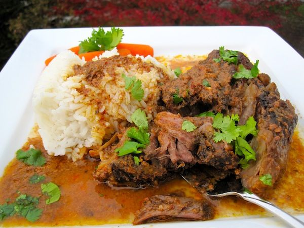 Doesn't this look delicious? It's Carne con Salsa de Tamarindo (Pot Roast with Tamarind Sauce) on the slow cooker!