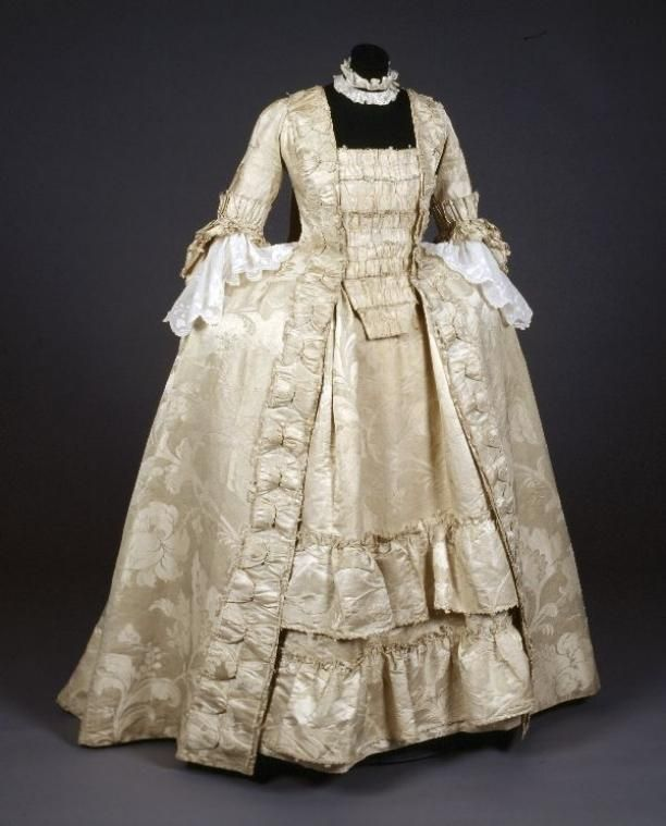 Robe à la francaise, c. 1770-1775. Cream silk damask with large floral pattern, fabric trimming.
