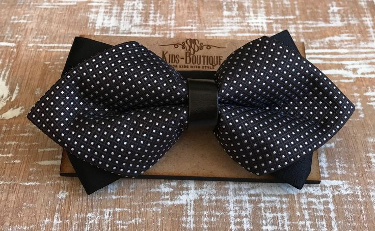 Bowtie Diamond Knot With White Dots
