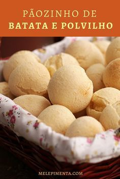 Pãozinho de batata e polvilho - Confira a receita dessa delícia que parece pão de queijo. Ele é sem lactose e sem glúten.