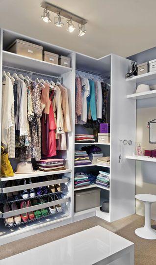 Inspiration #rangement pour le #dressing ! #vêtement #organisation http://www.m-habitat.fr/petits-espaces/dressing/installer-un-dressing-2642_A