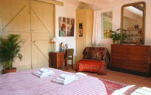 Romantische bed and breakfast langs rivier de Linge en de stadswal van Buren (de Betuwe). Prachtige kamers en tuinen binnen een minuut van de vestingsstad.