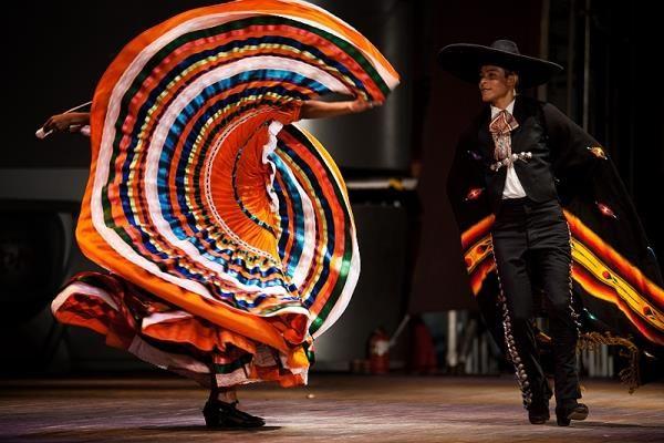 История создания мексиканского костюма