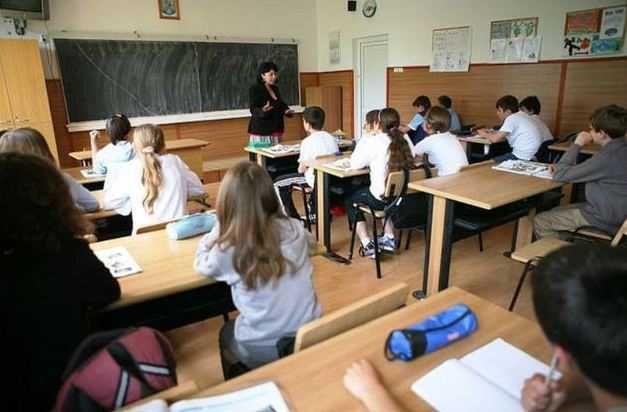 Unitătile de învătământ preuniversitar de stat, particular si confesional acreditat primesc finantare de bază în limitele costului standard per elev/prescolar de la bugetul de stat