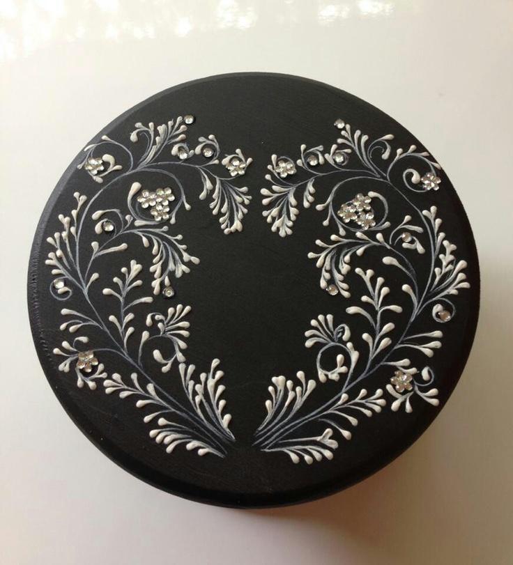Margot clark mud ornament motywy dekoracyjne pinterest for Couchtisch 1 00 x 1 00