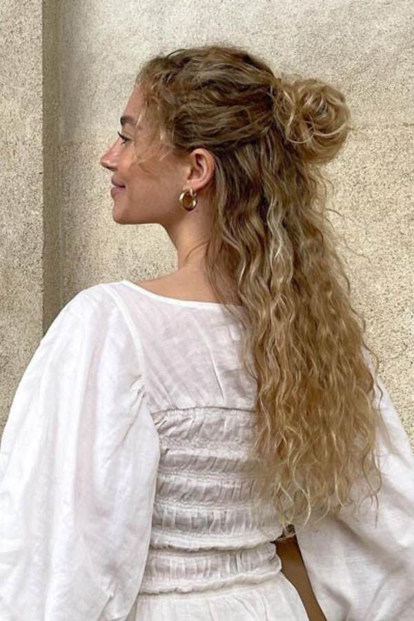 #Peinados #Tendencia #PeinadosTendencia #PeinadosVerano #Verano #Peinado5Minutos #5Minutos #Fashion #HolaFashion Dreadlocks, Hairstyle, Beauty, Instagram, Summer Hairdos, Trendy Hairstyles, Hair, Simple Hairstyles, Celebs