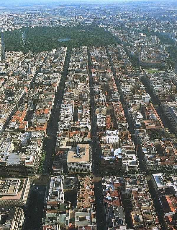 El Barrio de Salamanca. Trazado reticular. Al fondo, inmenso, el Parque del Retiro.