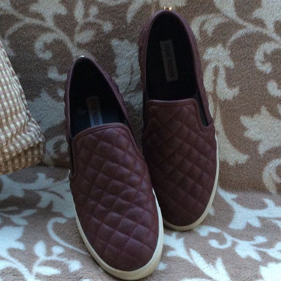 Steve Madden a Quilted sneakers Size 10 (Runs small, fits like a 9). Burgandy leather sneakers Steve Madden Shoes Athletic Shoes