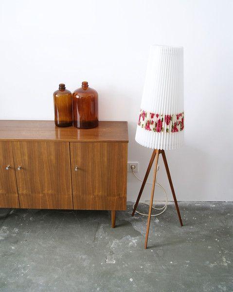 die besten 17 ideen zu stehlampe mit schirm auf pinterest. Black Bedroom Furniture Sets. Home Design Ideas