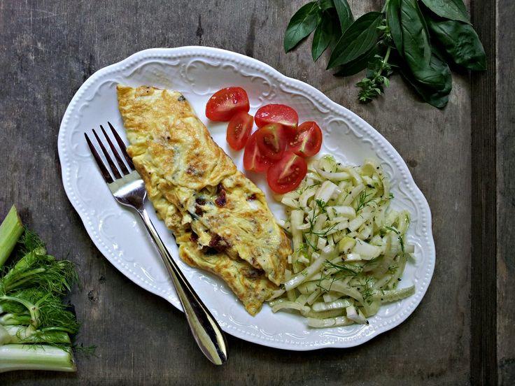 Zabalená míchaná vejce se sušenými rajčaty a bazalkou, fenyklový salát (paleo,whole30)