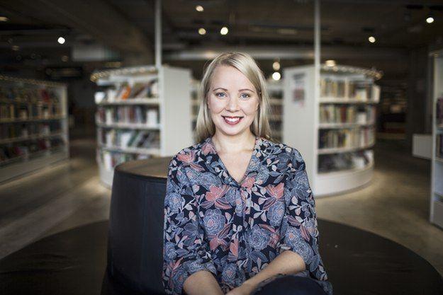 Lisa Bjärbo har alltid drömt om att bli författare och skriver i dag ungdomsböcker och barnböcker. I SvD Läs & Skrivs Författarskola delar hon med sig av sina erfarenheter till unga som drömmer om samma sak.
