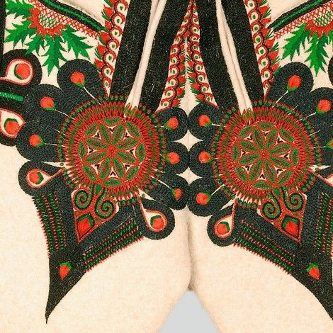 ++ POLISH EMBROIDERY ++ Decoration on the flies: heart-shaped parzenica pattern.  Podhalanian Highlanders, Kościelisko, P. Zakopane, 1962