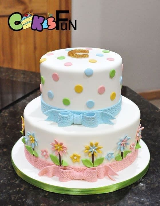 Flowers and dots by Cakes For Fun