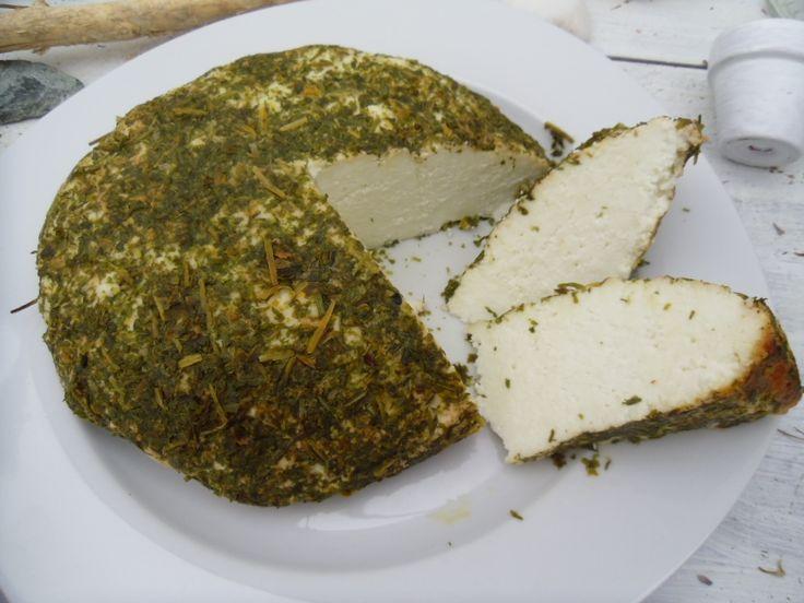 Bochánek, domácí kozí sýr pečený s medvědím česnekem
