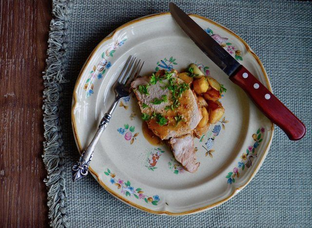 #Recipe: Roast pork with apples and rosemary https://loom.ly/vywE774
