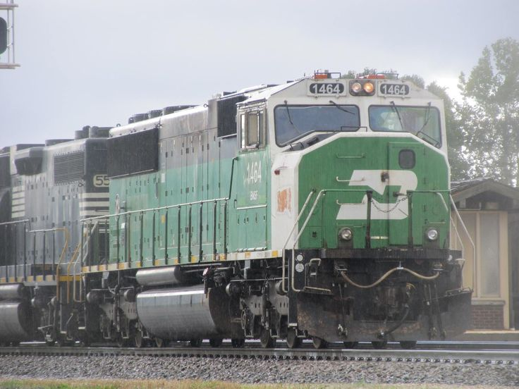 Bnsf exbn 1464 leads a manifest train about to head