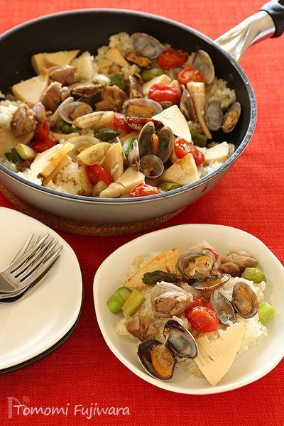 たけのことアスパラを使った春に食べたい洋風炊きこみご飯です。  出来たてをそのまま食卓へ、フライパン1つで簡単に作ります。
