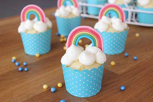 Regenbogenmuffins – Muffins mit Regenbogen Dekoration / Rainbow Topper Cupcakes