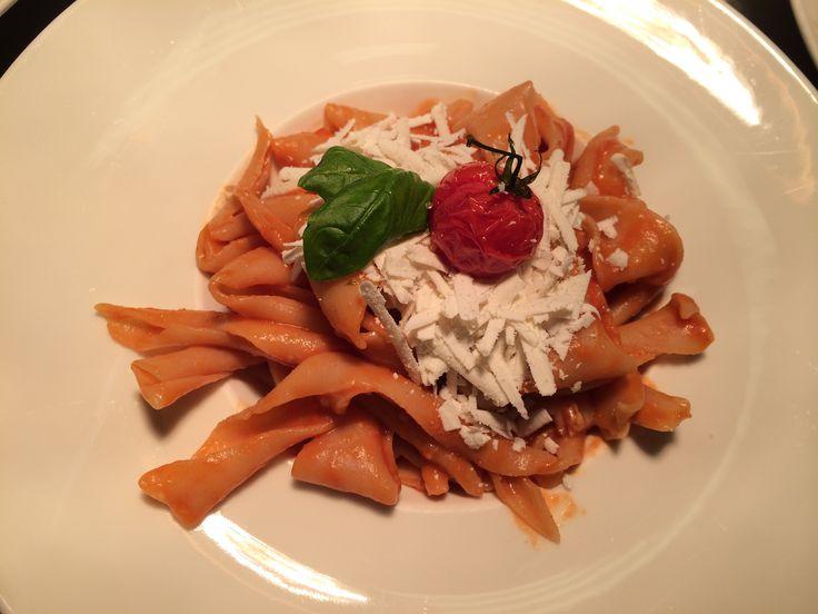 Sagne 'ncanulate con pomodorino pachino e Cacio Ricotta
