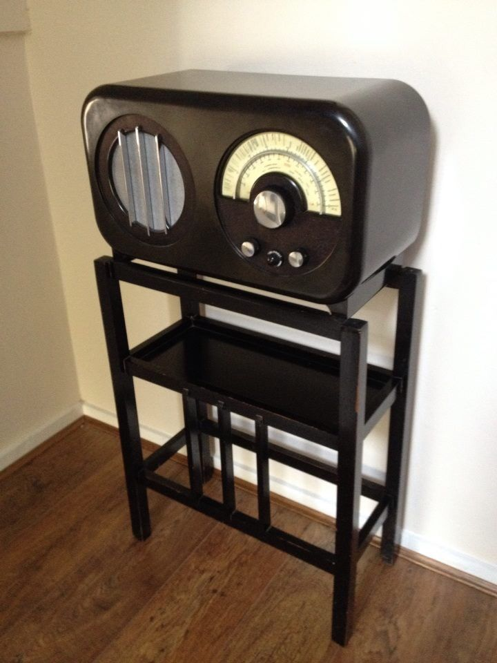 Ekco Ac85 With Wooden Stand C 1934 Design By Wells Coates