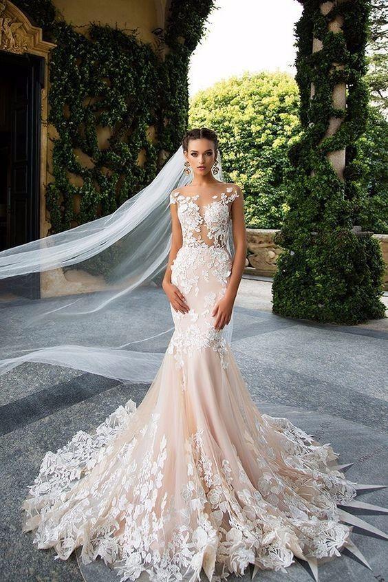 Vestido de noiva em corte sereia com transparência