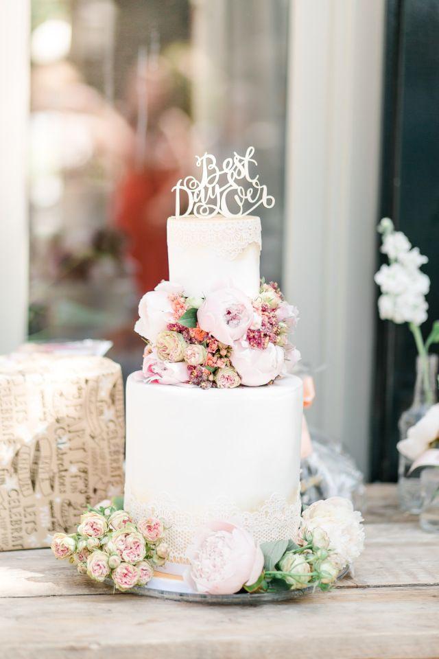 Credit: Jessica Fotografie - geen persoon, bloem (plant), ornament, huwelijk (ritueel), viering, bloemstuk, traditioneel, luxe (rijkdom), kaars, interieurdecoratie, tabel (meubels), romance (relatie)