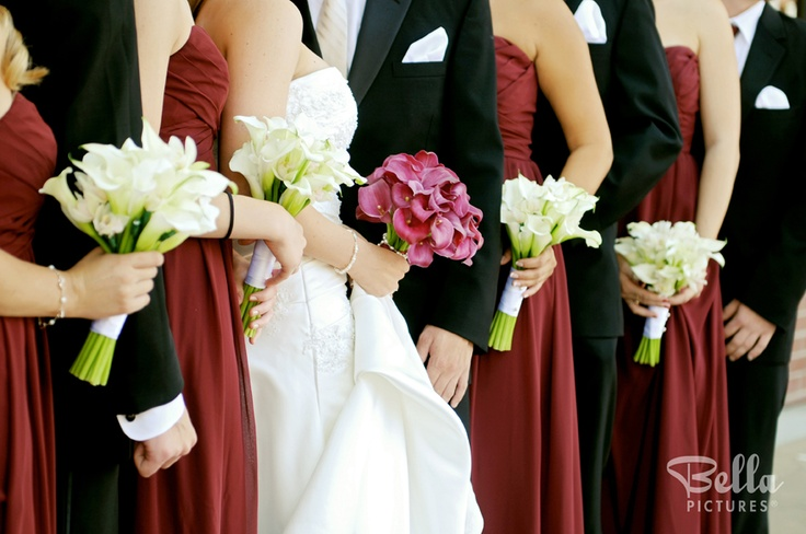 Love the contrast of the lilies with the bridesmaid dresses!