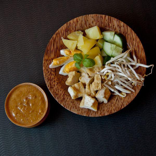 Gado-Gado ein Mischmasch mit Erdnusssauce Gemüse Hauptgerichte Pochieren Sambal - Paste Tofu und Tempeh Vegan Food #asianfood #asiatisch #exotisch