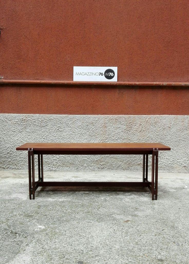 Tavolo da caffe in teak con dettagli in ottone 1960 Lo stile ricorda i tavolini di parisi.  Di ottima fattura, non presenta segni. Misure 100x36x35 #magazzino76 #viapadova #Milano #nolo #viapadova76 #M76 #modernariato #vintage #industrialdesign #industrial #industriale #furnituredesign #furniture #mobili #teak #icoparisi #modernfurniture #antik #antiquariato  #divani #tavolino #anni60 #coffeetable