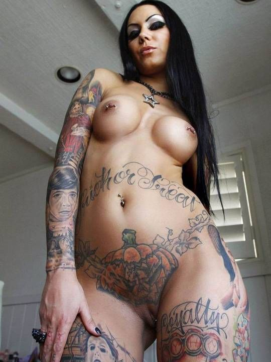 Tattoos On Nude Women 22