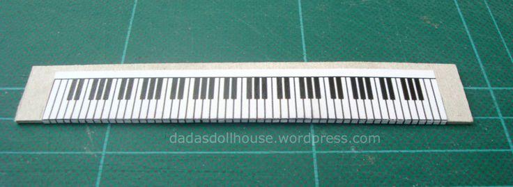 La tastiera del pianoforte ha generalmente 88 tasti, 52 bianchi e 36 neri. Nei modelli più sofisticati essi sono in avorio ed ebano. Più comunemente sono di galalite, una delle prime plasticheinve…