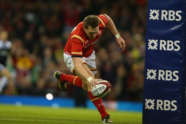 Dan Biggar scores for Wales against Italy in the 2016 Six Nations tournament