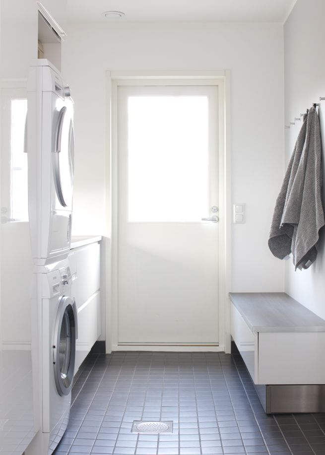 A small laundry room