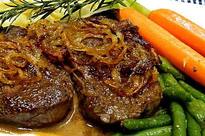 Entrecôte mit frittierten Zwiebelringen an breiten Stangenbohnen und glasierten Möhren 3