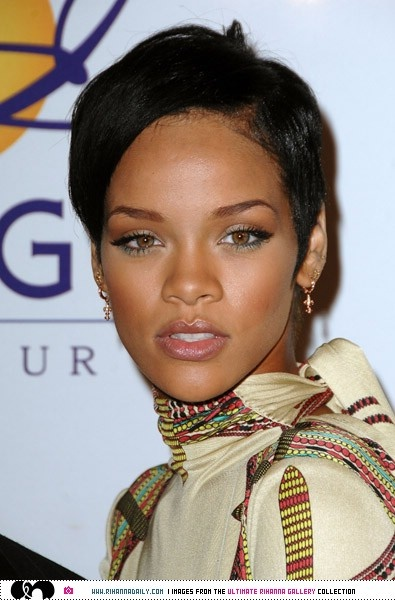 Rihanna Daily Photo Gallery - 24/7 Source for Miss Rihanna - 2008 Clive Davis Pre-GRAMMY Party - Arrivals/RedCarpet/015