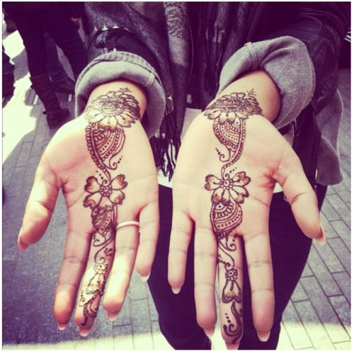 Henna flowers down middle finger. I want a henna set for my birthday!