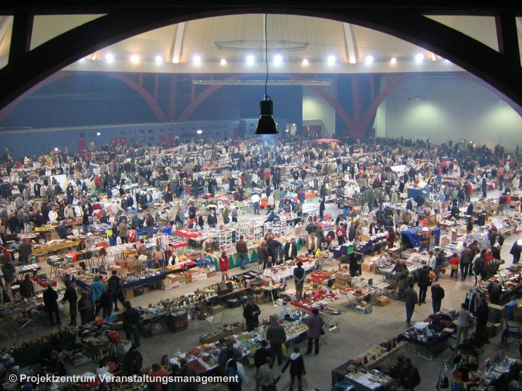 There are a lot of rag fairs in Leipzig. There is the biggest mobile rag fair in Europe at AGRA (every last weekend of the month), the  Feinkost-Rag-Fair in the Karl-Liebknecht-Straße 36 (with a lot of handmade things) and the night rag fair in the Kohlrabizirkus. It is placed in the  Tierkliniken 42 and is one of the top ten of the most beautiful rag fairs in Germany.   Info: www.nachtflohmaerkte.de/nachtflohmarkt-leipzig.html    © Projektzentrum Veranstaltungsmanagement Szymkowiak