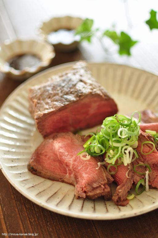 ≪連載更新!≫フライパンローストビーフと、≪レシピ≫ナスの常備菜 ... ... バージョン、魚焼きグリルで作るバージョン、フライパンで作るバージョン、いろいろ作ってきてるんですが、これはフライパンで作るバージョンのローストビーフ。