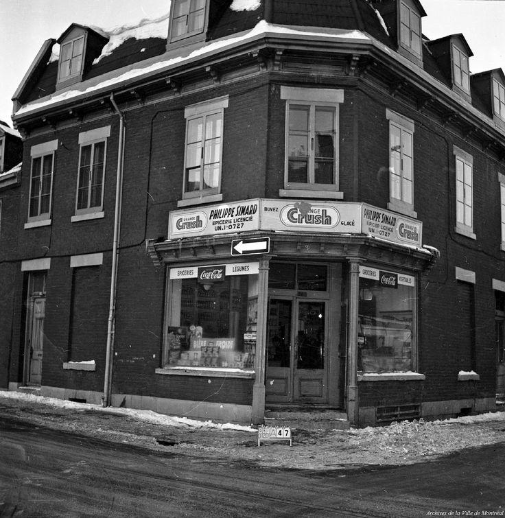 https://flic.kr/s/aHsjLiGDMS | Les quartiers disparus de Montréal : le secteur de l'autoroute Ville-Marie. 13 décembre 1963. | La mise en place d'un important axe est-ouest traversant l'île de Montréal préoccupe les administrateurs municipaux dès le début du 20e siècle. L'idée semble moderne, fonctionnelle et ressurgit chaque fois que Montréal songe à s'embellir, à développer son territoire ou à s'imposer sur la scène internationale.  En 1958, le maire Sarto Fournier étudie les différents…