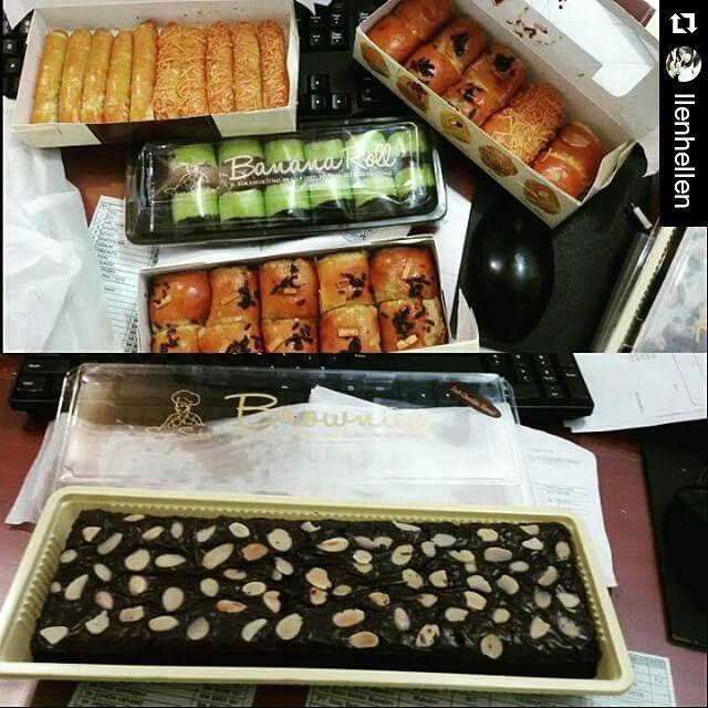 From: cemilan.larisin.com Good morningggg PEKANBARU dan provinsi RIAU.. buat bro n sis yang uda order jajanan bandung hariJUMAT 10 JULI ready utk dijemput/delivery jam 12-5 sore hari ini  makasih uda order  #sayasuka #bananaroll #bolenbandung #brownie #kurma #puasa #kuelebaran #pkulover #pkulaper #makananonline #foodstagram #onlinefood #instafood #brosispku #dealpku #kulinerpku #salamkuliner #cemilanbandung #cemilanenak #cemilanpku #jajananpku #jajananpekanbaru #emakjajan PEKANBARU. READY…