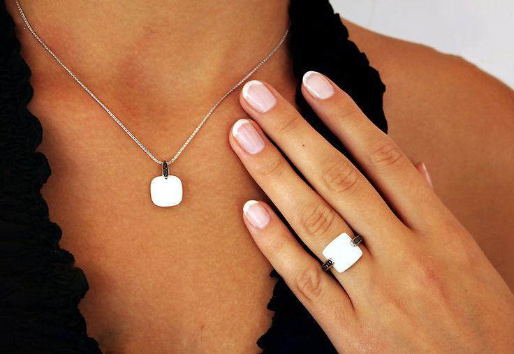 Złoty wisiorek z diamentemi i białym agatem - Biżuteria srebrna dla każdego tania w sklepie internetowym Silvea