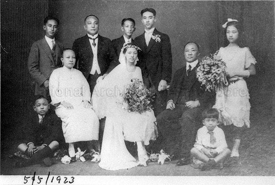 1920 wedding family portrait