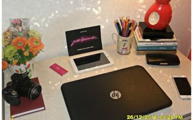 Come ha organizzato la mia scrivania? Rieccoci tesori. Uno dei post più richiesti in questi giorni di festa è come avessi organizzato il mio WORKSPACE.  Partiamo dal presupposto che la mia scrivania è sempre in continua evoluzione. Ca #web #beauty #beautiful #makeup