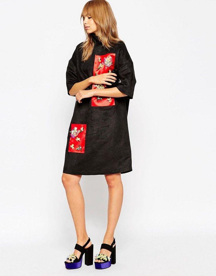 Imagen 1 de Vestido con cuello alzado y paneles con adornos de A V Robertson for ASOS BLACK